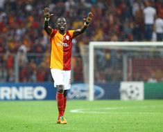 Galatasarays awesome gesture to ex-Arsenal defender Emmanuel Eboue     		   		  			Through   				Ben Inexperienced				  		 		 Created on: December 25 2017 four:58 pm 		 Remaining Up to date: December 25 2017  five:00 pm 	  Emmanuel Eboue falls on onerous instances  Over the weekend the soccer international was once distressed to listen to concerning the present plight of former Arsenal Galatasaray and Ivory Coast complete again Emmanuel Eboue.  Darren Lewis of the Day by day Reflect…