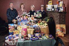 20 familias fotografiadas con la compra semanal que reflejan la desigualdad alimentaria en el mundo