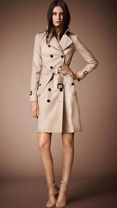 The Sandringham - Mid-Length Heritage Trench Coat | Burberry