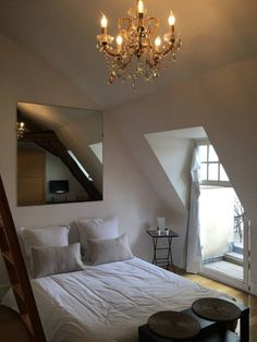 Cute studio in le Marais off rue de renard... I love this place so much-- $127 a night, only one bed