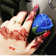 Looks like flame flowers 😍 Finger Mehendi Designs, Unique Mehndi Designs, Wedding Mehndi Designs, Mehndi Designs For Fingers, Beautiful Mehndi Design, Arabic Mehndi Designs, Bridal Mehndi, Mehndi Desing, Arabic Henna