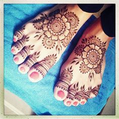 Happy #henna feet!  #maplemehndi #hennapro #mehndi #feet #toes #flower #floral #mandala #design #art #detail #Mumbai #Bombay #India #travel #hennalove