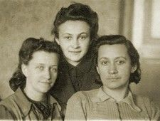Kashariyot (Couriers) in the Jewish Resistance During the Holocaust | Jewish Womens Archive