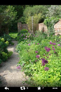 garden wall alliums in the oast garden in may at Sarah Raven's Perch Hill Farm, East Sussex Back Gardens, Small Gardens, Outdoor Gardens, Modern Gardens, East Sussex, Garden Paths, Garden Landscaping, Herb Garden, Country Cottage Garden