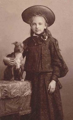 vintage everyday: 51 Adorable Photos Show That Dogs Have Always Been Children's Best Friends From Long Time Ago Vintage Children Photos, Vintage Pictures, Photos With Dog, Dog Pictures, Antique Photos, Vintage Photographs, Dogs And Kids, Old Dogs, Animals