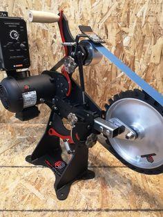 Vashti Grinders RIFT belt grinder with contact wheel Thrust Bearing, Wood Gasifier, Belt Grinder Plans, Knife Grinder, Knife Patterns, Blacksmith Forge, Diy Belts, Grinding Machine, Metal Art