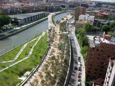 A continuación compartimos con ustedes nuevas imágenes del proyecto Madrid Rio, del cual publicamos un extenso artículo hace poco y que finalmente se...