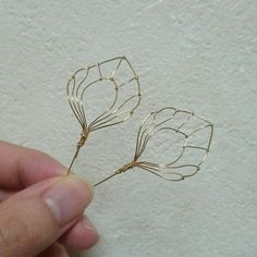 Wire ready to make resin flowers