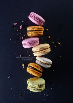 Cookies photography inspiration food styling 26 ideas for 2019 Macaroons, Food Design, Foto Pastel, Dark Food Photography, Macaron Recipe, Food Illustrations, Creative Food, Food Pictures, Food Styling
