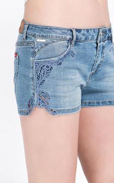 [满500送彩妆]5折起ONY含莱卡镂空刺绣低腰牛仔短裤|115243033-tmall.com天猫