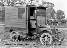 Ford Model T Camper, Para los nostálgicos Antique Trucks, Vintage Trucks, Old Trucks, Antique Cars, Antique Photos, Ford Classic Cars, Classic Trucks, Station Wagon, Colani