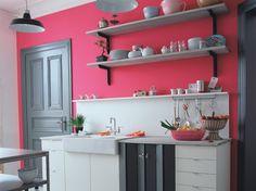 http://www.maison-deco.com/cuisine/deco-cuisine/Cuisine-7-astuces-pour-la-rendre-belle  suz - not really my colour scheme, but I LOVE the colour wall, and the cheekiness of it ;-)