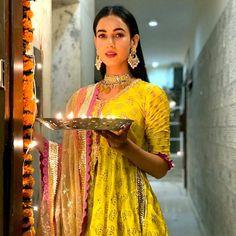 Katrina, Janhvi's AMAZING colours. Anushka glows! - Rediff.com movies Hot Actresses, Indian Actresses, Manish Malhotra Designs, Traditional Photographs, Diana Penty, Festival Lights, South Indian Actress, Actress Photos, Bollywood Actress