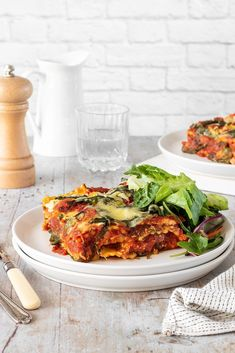 Here's the ultimate easy meal! This cheat's spinach and ricotta lasagne uses pre-made ravioli and can be assembled in just 5-10 minutes.⁠ #spinachricottalasagne #vegetarianlasagne #spinachricotta #vegetarianrecipes #yourultimatemenu