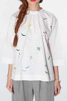 Embroidery Round Collar 3/4 Sleeve Blouse