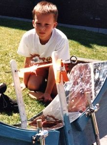 Solar Energy with Kids: The solar hot dog cooker, solar kid warmer, solar race (kid vs solar cells) Science Crafts, Science For Kids, Science Projects, Solar Kids, Diy Solar, Science Models, Solar Projects, Diy Projects, Future Energy