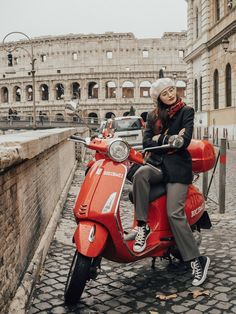 I was finally able to sort out my photos from our Roman holiday last month. I'm not going to lie to you, it wasn't an easy task. Moped Scooter, Vespa Scooters, Vespa Girl, Scooter Girl, Red Vespa, Vespa Lambretta, Roman Holiday, Biker Style, Biker Girl