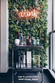 Bar cart ideas: Not sure how to decorate your bar cart? Here, 29 of the prettiest bar carts we've ever seen—and ideas for how to re-create them. Schönheitssalon Design, House Design, Design Ideas, Milan Design, Bar Designs, Canto Bar, Bar Cart Decor, Decoration Inspiration, Decor Ideas