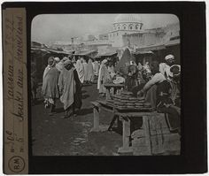 [Plaque de verre du fonds Colbert | EHNE]  Tunisie, Kairouan, souks aux provisions