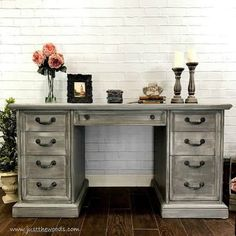 Dry brushing furniture tutorial with video. Dry brushing is the easiest furniture painting technique. Get a gorgeous dry brushed painted furniture finish. Gray Painted Furniture, Painting Wooden Furniture, Grey Furniture, Rustic Furniture, Painting On Wood, Antique Furniture, Painted Desks, Painting Tips, Furniture Ideas