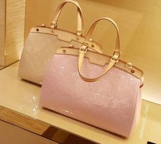 ca7f1432250 Louis Vuitton Bag. (Oldie but goodie) I want. Vuitton Bag