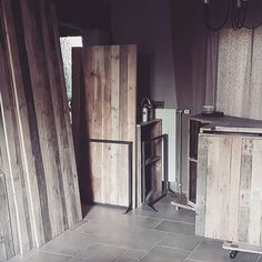 Qd ta salle à manger commence à ressembler furieusement à ton atelier... #furnituredesign #refurbished #palettes #commerce #bois #woodworking #ondemand #courantdherbe #axelrons Palette, Commerce, Design, Instagram, Dinner Room, Atelier, Woodwind Instrument, Pallets
