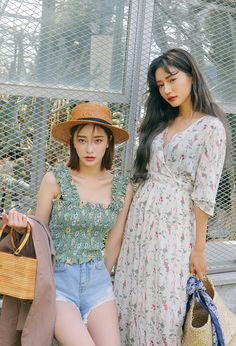 make long hollister baby doll blue tank into a tube top Style Outfits, Classy Outfits, Summer Outfits, Cute Outfits, Fashion Outfits, Ulzzang Fashion, Ulzzang Girl, Korean Fashion, Love Fashion