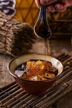 Chinese sweet soup Asian Desserts, Sweet Desserts, Sweet Soup, Dark Food Photography, Eat This, Aesthetic Food, Food Menu, Food Design, Food Inspiration