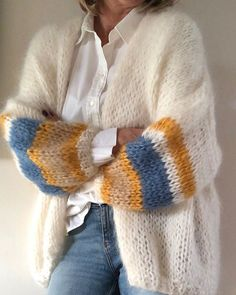 Fashion Tips Hijab Unique handmade cardigan! - crochet&knit inspo Tips Hijab Unique handmade cardigan! Gilet Mohair, Mohair Sweater, Knit Fashion, Fashion Tips, Fashion Hacks, Classy Fashion, 80s Fashion, Grunge Fashion, Fashion Details