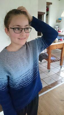dipdye sweater i 3 farver - fra blå til grå. Gratis opskrift Knit Crochet, Knitting, Creative, Sweaters, Fashion, Moda, Tricot, Fashion Styles, Breien