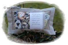 Kleines Katzen- Kissen Spruch   Lavendel / Kräuter von Antjes Design auf DaWanda.com