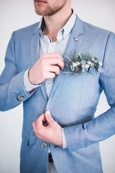The groom's boutonniere is one of the few accessories for the groom. The small boutonniere declares the identity of the groom. The groom's boutonniere should be based on simplicity and smallness. Remember, the boutonniere and Read more… Blue Wedding Suit Groom, Blue Groomsmen Suits, Groom And Groomsmen, Wedding Men, Wedding Attire, Trendy Wedding, Wedding Blush, Blue Suits, Light Blue Suit Wedding
