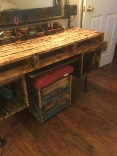 Black pipe. Pallet furniture, dressing table, vanity, makeup table, stool, bench, stool on wheels, storage bench. Pallet reclamation, reuse. @pipe_and_pallet_design https://instagram.com/p/BInDPIxBYsd/