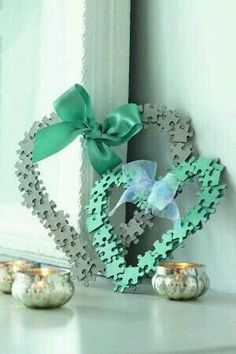 40 DIY Gifts for Kids They Will Treasure : Jigsaw Hearts These sweet hearts are a great DIY gift craft, especially for a little girl's room. This is the perfect project for a beginner too. Puzzle Piece Crafts, Puzzle Art, Puzzle Pieces, Cute Crafts, Crafts To Make, Crafts For Kids, Arts And Crafts, Easy Crafts, Easy Diy