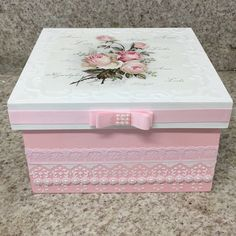 Muy fino Wooden Crafts, Diy And Crafts, Shabby Chic Boxes, Window Grill Design, Decoupage Box, Fabric Boxes, Altered Boxes, Jewellery Boxes, Vintage Box