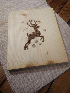 Wooden Wall Decor, Wooden Walls, Christmas Deer, Wool Yarn, Picture Wall, Decorative Accessories, Office Decor, Cross Stitch, Wraps