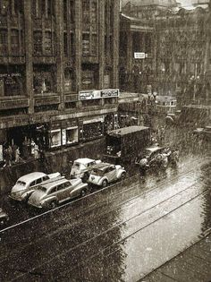 Snow falls on Collins St, Melbourne,Victoria in August 1951. •Fairfax Archives• 🌹