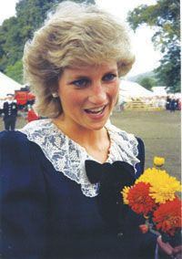 September 20 1987 Diana visits the Festival of National Parks in Chatsworth Park in Derbyshire at Chatsworth House.
