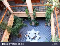 moroccan-riad-interior-courtyard-looking-down-from-rooftop-terrace-A1HXWE.jpg (1300×1004)