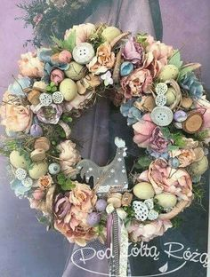 Spring Projects, Easter Projects, Easter Crafts, Frame Wreath, Diy Wreath, Easter Wreaths, Christmas Wreaths, Silk Flower Arrangements, Vintage Easter