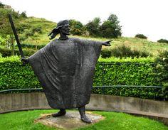 Statue of King Brian Boru, the legendary last great High King of Ireland Irish Celtic, Celtic Art, Monuments, Brian Boru, Amazing Places On Earth, Erin Go Bragh, Irish American, Irish Roots, England