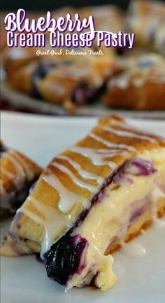 Blueberry Cream Cheese Pastry is loaded with fresh blueberries, cream cheese mix. Blueberry Cream Cheese Pastry is loaded with fresh blueberries, cream cheese mixture and bake in crescent rolls, the Easy Blueberry Desserts, Köstliche Desserts, Delicious Desserts, Dessert Recipes, Blueberry Recipes With Sour Cream, Recipes With Blueberries, Blueberry Cream Pies, Dessert Healthy, Wild Blueberries