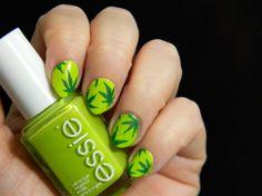 Día 4: Verde   Uñas decoradas de Marihuana   Toxic Vanity