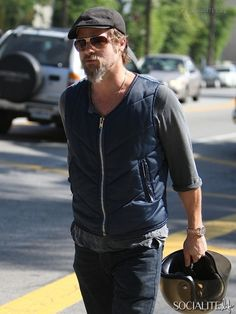 brad pitt on motocycle | Brad Pitt involved in motorcycle accident with paparazzo - October 24 ...