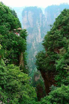 Location: in Wulingyuan District, Zhangjiajie City, Hunan Province  Highest peak: Doupeng Mountain (1890 meters)