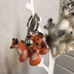 Joulumyyjäisiin valmistautumista🎅🏻 #kylänpienetjoulumyyjäiset #keyring #fox  #wolf  #polarbear #needlefelting #littlechr...