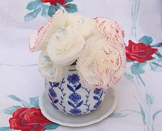 Design Dazzle: The Inspirational Cupcake Liner - They're Not Just For Baking Cute Crafts, Crafts To Make, Crafts For Kids, Diy Crafts, Paper Crafts, Cupcake Liner Flowers, Cupcake Liners, Paper Cupcake, Diy Cupcake