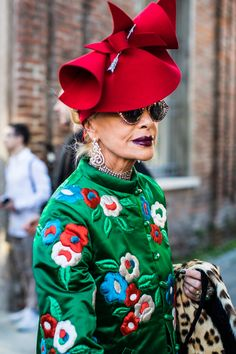 Street style: the best looks spotted on the streets during Milan Fashion Week Street Style, Street Look, Mature Fashion, Passion For Fashion, Fashion Week, Womens Fashion, Fashion Trends, Advanced Style, How To Pose