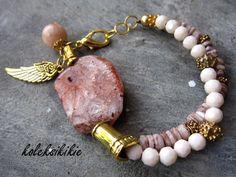 Handmade Bracelet Rp 80.000 Bahan : batu. kristal, shell Panjang Gelang 18 cm (bisa dipanjangkan, tidak bisa lebih pendek dari ukuran ini)