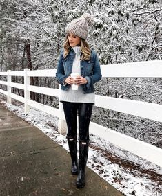 35 Glamorous Winter Outfits That Always Looks Fantastic Winter Outfits For Work, Winter Outfits Women, Warm Outfits, Casual Winter Outfits, Outfits With Rain Boots, Rainy Day Outfit For Fall, Stylish Outfits, Snow Day Outfit, Outfit Winter